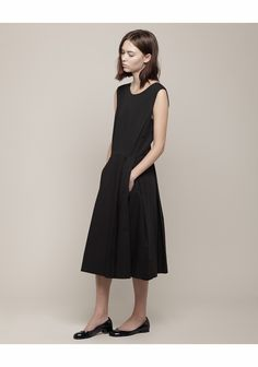Margaret Howell / Inverted Pleat Dress