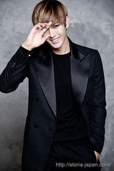 Сон Кён Иль 송경일 Sung Kyong Il День рождения: 28.11.1987 Лидер, рэпер, саб-вокалист - HISTORY 히스토리