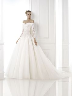 Take a sneak peek at the incredible Pronovias 2015 collection here!