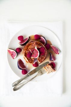 Sugar and butter free yogurt pancakes//