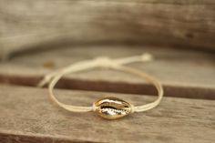 Náramok z prírodnej mušle na šnúrke / Akoya - SAShE. Summer Essentials, Gold Rings, Jewelry, Jewlery, Jewerly, Schmuck, Jewels, Jewelery, Fine Jewelry