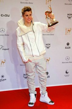 to ] Great to own a Ray-Ban sunglasses as summer gift.Gwyneth Paltrow, Justin Bieber at Bambi 2011 Awards Bambi Awards, Mercedes Benz, I Love Justin Bieber, Album Songs, Gwyneth Paltrow, My Boyfriend, My Boys, Boy Bands, My Idol