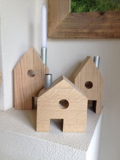 Leuke eiken #houten huisjes met een 'schoorsteen' waar een kaars in kan.
