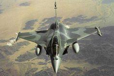 """Caccia-bombardieri """"Rafale"""" dell'Armée de l'Air hanno colpito e distrutto un deposito logistico dei jihadisti. Il Consiglio di Sicurezza delle Nazioni Unite questa sera si occuperà del cosiddetto """"..."""