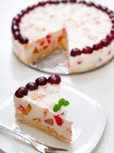 tourta me vasi mpiskoto Greek Sweets, Greek Desserts, Cold Desserts, Summer Desserts, Jello Recipes, Sweets Recipes, Candy Recipes, Think Food, How Sweet Eats