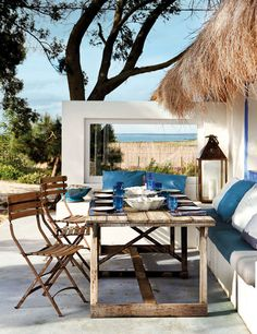 al fresco dining and mod architecture with a thatched roof, not to mention the blue/natural wood mix: hearts and stars