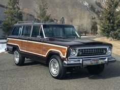 Love this 1978 Wagoneer and its egg-crate grille.