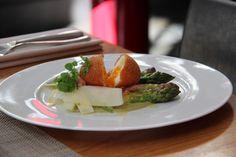 [coup de coeur] «restaurant le M» – recette de l'oeuf croustillant aux deux asperges – sharing cuisine