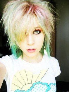 Cortes de cabello y peinados emo para chicas: Corto despeinado de colores ¡Para las más atrevidas!