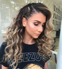 Wavy Hairstyle For Summer Time ★ Discover trendy easy summer hairstyles 2019 here. We have pretty ideas for long, short, and for medium hair. Easy Summer Hairstyles, Pretty Hairstyles, Braided Hairstyles, Hairstyle Ideas, Going Out Hairstyles, Blonde Hairstyles, Easy Hairstyle, Medium Hair Styles, Curly Hair Styles