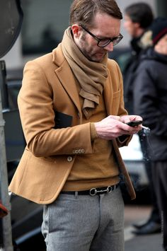Jacket's tad too short for my liking, but I love the details in this look - scarf, soft sweater, sleeve buttons. And + points for tying up brown & grey with that superb black belt.