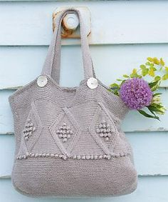 Knit a diamond-patterned bag: free pattern | Free Purse, Bag and Tote Knitting Patterns at http://intheloopknitting.com/bag-purse-and-tote-free-knitting-patterns/