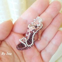 Cinderella's tiny sandal using silver-plated wire, copper wire and seed beads by Dalina. Look how perfect it is for such a tiny creation! Wire Wrapped Jewelry, Wire Jewelry, Jewelry Art, Beaded Jewelry, Handmade Jewelry, Jewelry Design, Unique Jewelry, Jewelry Ideas, Jewlery