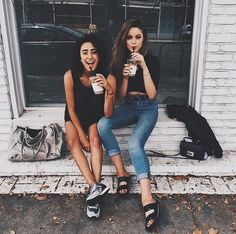Best friends photography idea, new york city Bff Pictures, Best Friend Pictures, Friend Photos, Leila, Style Outfits, Gal Pal, Best Friend Goals, Foto Pose, Best Friends Forever