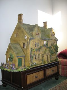 Cookies World of Historic Dolls Houses and Miniatures: The House of the Three Widows. Just beautifully furnished