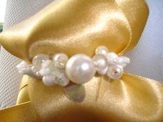 valgete pärlitega kaunistatud patsikumm