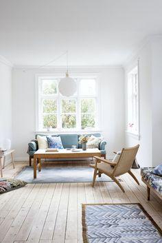 """""""Lige siden jeg flyttede til Danmark har jeg drømt om at bo i en murvilla. Living Room Inspiration, Home Decor Inspiration, Bolia Sofa, Danish Interior, Scandinavian Interior, Creative Decor, Living Room Interior, Home Decor Styles, Home And Living"""
