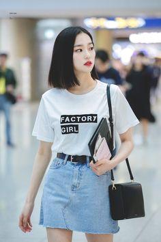 Korean Airport Fashion, Asian Fashion, Girl Fashion, Womens Fashion, Jang Yeeun, Clc, Kpop Fashion Outfits, Airport Style, Kpop Girls
