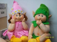Duendes com Moldes Doll Clothes Patterns, Doll Patterns, Sewing Patterns, Christmas Elf, Christmas Ornaments, Muñeca Diy, Puppet Tutorial, Sock Toys, Soft Dolls