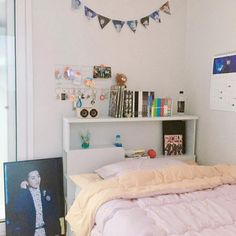 64 Super Ideas For Room Decor Quarto Kpop Army Room Decor, Diy Bedroom Decor, Aesthetic Room Decor, Bedroom Layouts, Decorate Your Room, Trendy Bedroom, Room Themes, Dream Rooms, My New Room
