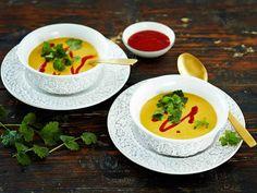 Kasvissosekeitto saa potkua mausteista. Maidottoman keiton saat korvaamalla kerman kookosmaidolla tai kaurakermalla.