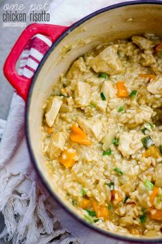 one pot chicken risotto with fresh vegetables- this is SUCH a killer recipe and much easier to make than you'd think! Plus you can use whatever veggies you have on hand! (Sub quinoa for risotto! Think Food, I Love Food, Good Food, Yummy Food, Tasty, Couscous, Risotto Receita, Food Dishes, Main Dishes