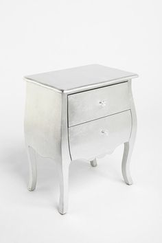 I've kind of always wanted a room like Marie Antoinette's and, for some reason, this bedside table makes me think of the queen of France... Maybe the queen of France of the 21st century?