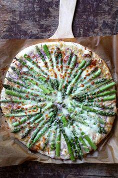 One pot wonder - lettvint gryterett - Mat På Bordet Asparagus Pizza, One Pot Wonders, I Want To Eat, Vegetable Pizza, Quiche, Zucchini, Baking, Vegetables, Breakfast