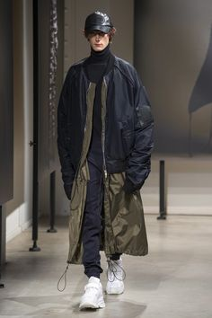 The complete Juun.J Fall 2018 Menswear fashion show now on Vogue Runway.
