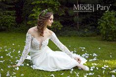 Bride in a wreath / greenary wedding