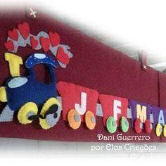 Trenzinho pedagógico com 12 vagões, sendo que cada vagão corresponde a um mês e dentro de cada mês vai o aniversariante do mês. (Trabalha com tempo e cores)