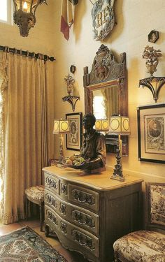 Antique-French-Commode-Provencial-Interiors.jpg 996×1583 pixels