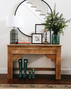 Beautiful Entry Table Decor Ideas to give some inspiration on updating your house or adding fresh and new furniture and decoration. Design Entrée, House Design, Interior Design, Cosy Interior, Modern Interior, Design Trends, Design Ideas, Table Behind Couch, Decoration Inspiration