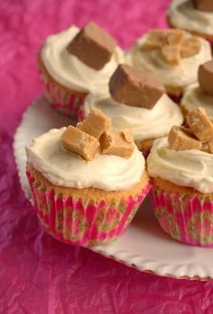I'd Much Rather Bake Than...: Very Vanilla Cupcakes using homemade vanilla extract and topped with a mousse like vanilla buttercream