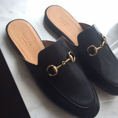 Today we are going to make a small chat about 2019 Gucci fashion show which was in Milan. When I watched the Gucci fashion show, some colors and clothings. Gucci Mens Sneakers, Gucci Loafers, Gucci Shoes, Loafers Men, Gucci Gucci, Burberry Men, Converse Sneakers, Running Sneakers, Gucci Fashion Show