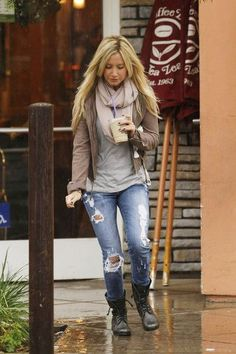 Rainy day outfit. Fall/Winter outfit. Infinity scarf. Ripped skinny jeans. Combat boots.