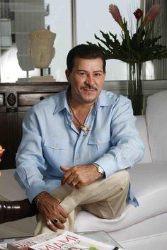 Julio César Rojas López, más conocido artísticamente como Tito Rojas, es un cantante puertorriqueño de salsa.