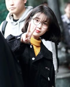 IU 170109 leaving hotel In Taipei Mode Emo, Cute Wallpapers Quotes, Asian Short Hair, Shot Hair Styles, Just Girl Things, Queen, Girl Photography, Fashion Addict, Cute Hairstyles