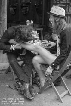 Now, that's romance!reminds me of what Joni Mitchell and Graham Nash looked like in the early days. A Well Traveled Woman, True Love, My Love, My Sun And Stars, Love Amor, In Vino Veritas, Make Me Smile, Cute Couples, Romantic Couples