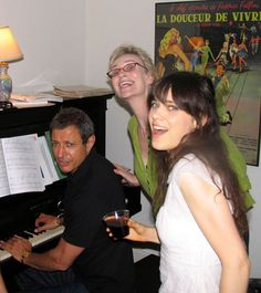 Jeff Goldblum playing piano for Zooey Deschanel and Jane Lynch -- oh man! I would have LOVED to be at this party!