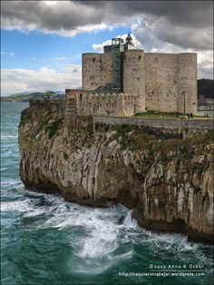 Castro Urdiales, Castle and Lighthouse Cantabria - Spain (by anna_oskar, via Beautiful Castles, Beautiful Buildings, Beautiful Places, Castle Ruins, Medieval Castle, Chateau Moyen Age, Palaces, Spain And Portugal, Chapelle