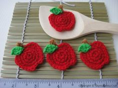 Crochet Applique APPLE Fruit by skymagenta on Etsy Crochet Apple, Crochet Food, Cute Crochet, Crochet Dinosaur Patterns, Crochet Patterns Amigurumi, Diy Girlande, Crochet Pokemon, Crochet Garland, Crochet Dragon