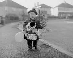 §§§ : A little boy delivers Christmas : 1934   http://www.topfoto.co.uk/gallery/Christmas/default.htm