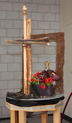 Liturgisch bloemschikken Goede Vrijdag 2012