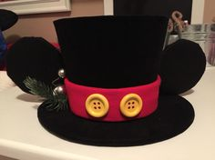 DIY: Mickey Mouse top hat topper for Mickey Christmas tree. °o°