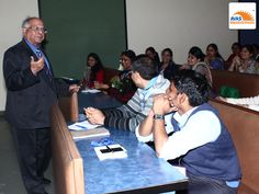 Mr S K Bhattacharya, Advisor to Child Education Society, delivering lecture to teachers at IIT Delhi, advisor to AVAS India
