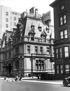 "A close-up view, of the Gilded Age NYC mansion of society member, ""The"" Mrs. Caroline Astor ~ Location: 5th Avenue at 65th Street, built in c.1893. This photo taken in c.1929. ~ {cwlyons} ~ (Image: Gotham Magazine - Via: Getty Images)"