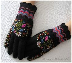 Artist Helena Smitt: knitter Craft Patterns, Knitting Patterns, Crochet Patterns, Wool Gloves, Knitted Gloves, Mittens Pattern, Knit Mittens, Crochet Hand Warmers, Ethnic Patterns