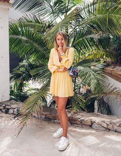 For Love and Lemons dress (here!)/ Daniel Wellington watch (here!)/ Rough Studios bag/ Ash shoes - in collab with Daniel Wellington. God morgon babes! Här kommer en helgul look med en helvit klocka! Jag älskar den här vita klockan, så sjukt fin i sommar när man börjar bli brun och fräsch. :-) Jag
