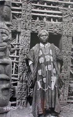 Africa | Bamileke King or Chief. Cameroon || Scanned postcard.